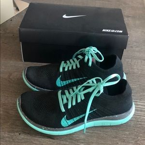 Nike Free Run Flyknit sz 9 Black and Tiffany Blue